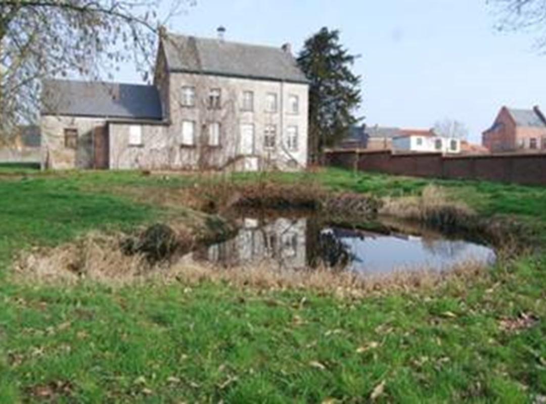 Achterkant pastorij Denderbelle.